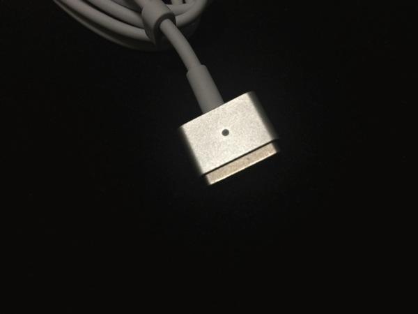 MagSafe2アダプタのコネクタ
