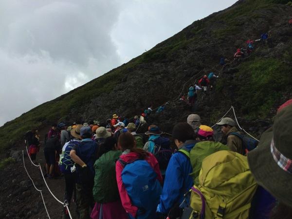 登山道再び渋滞