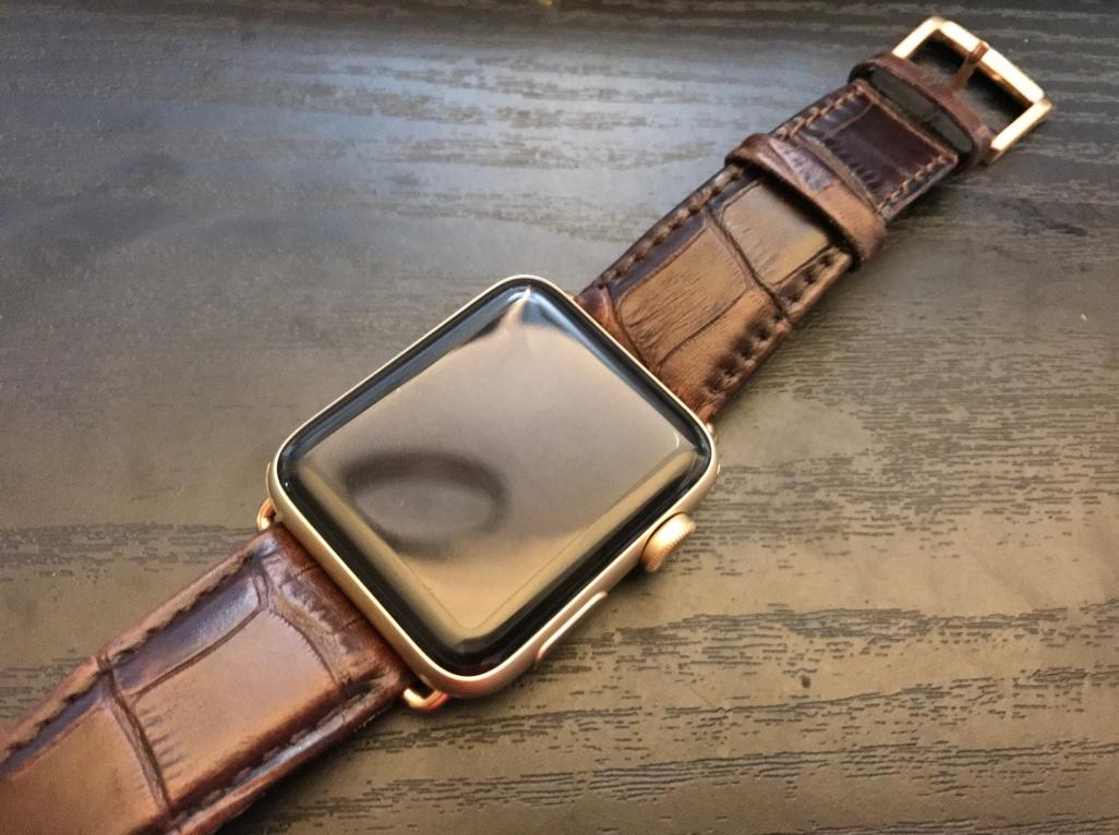 ベルトを革に交換したApple Watch