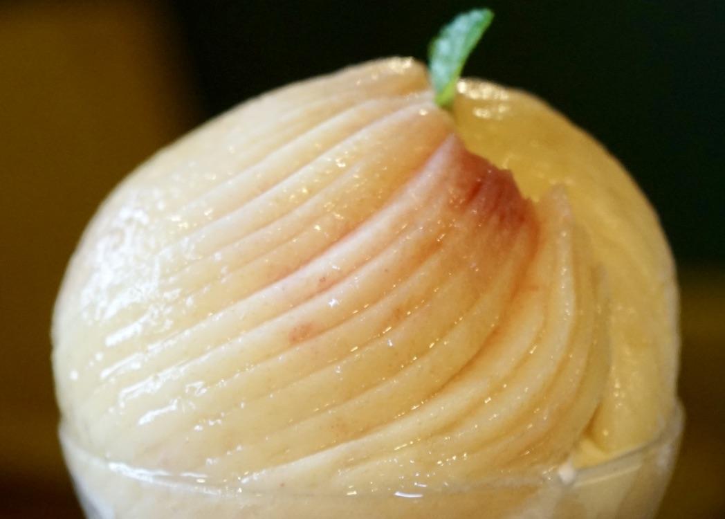 極桃パフェの桃部分アップ