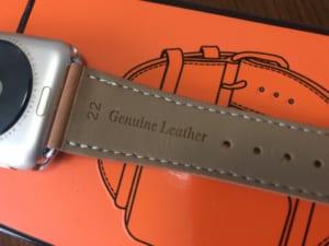 Apple Watchの印象を変えるなら、革っぽいベルトを付けるとよいぞ