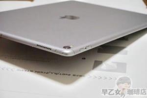 iPadの背面に保護シールを貼ったら、ケースのせいで本体が分厚くなる問題が解決できた