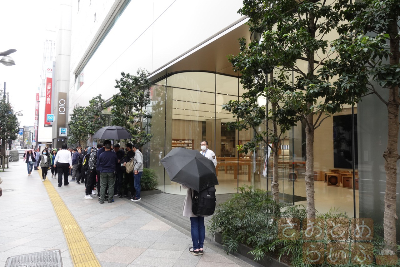 9時30分頃のAppleStore新宿前