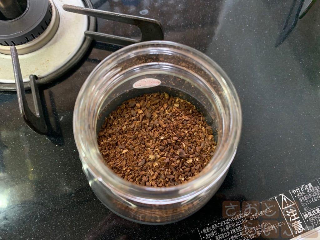 コーヒー豆を挽いた後の粉